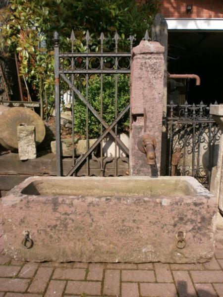 Sandsteinbrunnen aus antikem Sandstein