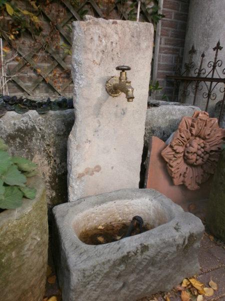 Kleiner Sandsteinbrunnen mit toller Patina