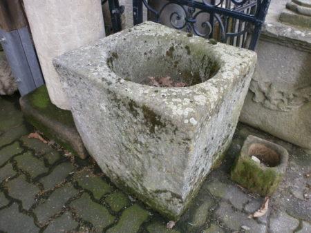 Gut erhaltener Brunnentrog
