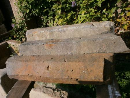 Drei kleine Basaltsäulen