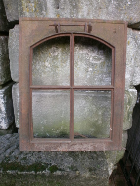 antikes historisches Dachfenster