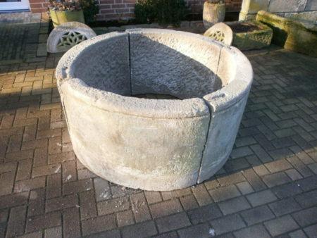Sandsteibrunnen mit ca. 130cm Durchmesser mit profiliertem Rand