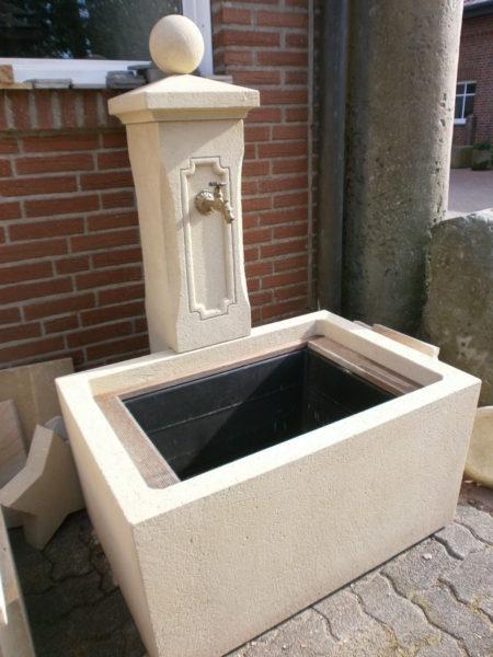 Brunnen mit großem Rechteckbecken