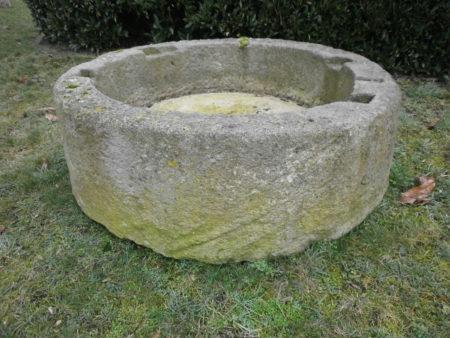 Einteiliger Brunnenring antik