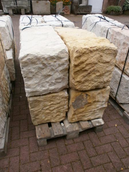 Sandsteinblöcke in 40cm x 40cm, unterschiedlichen Längen