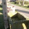 Schöner Brunnen aus antikem Sandstein