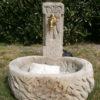 Uriger Brunnen aus Sandstein antik