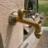 heller Brunnen aus antikem Material
