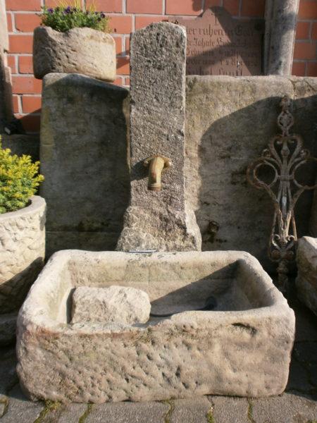 Brunnen aus alten Sandsteinen