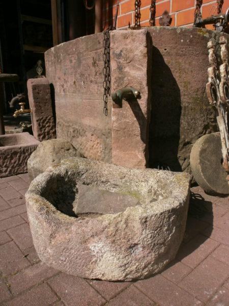 Schöner Sandsteinbrunnen