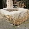 Brunnen aus hellem Sandstein