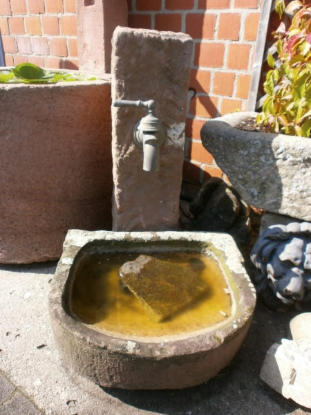 Brunnen mit Wingertstein